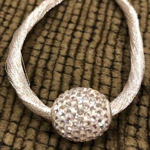 Shiny white rope type bracelet